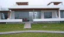 Casa de playa en Puerto Madero frente a lago
