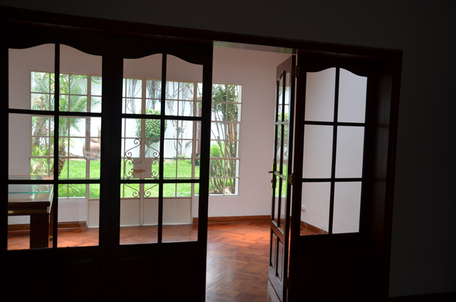 Casa para oficina san isidro calle prescott con for Sala comedor kitchenette