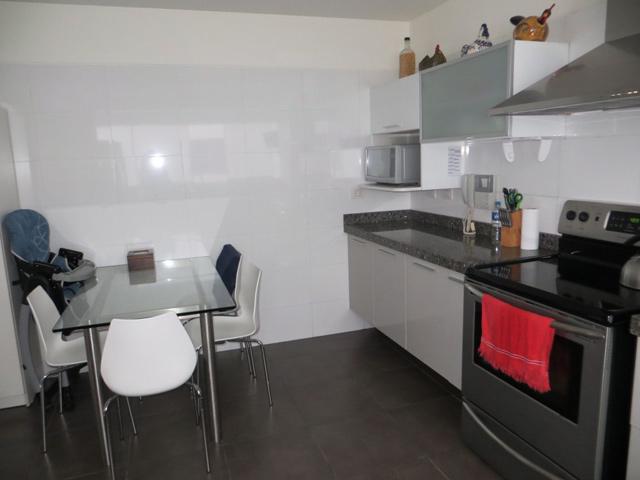 Duplex en chacarilla san borja 3 dormitorios excelente for Comedor de diario sodimac