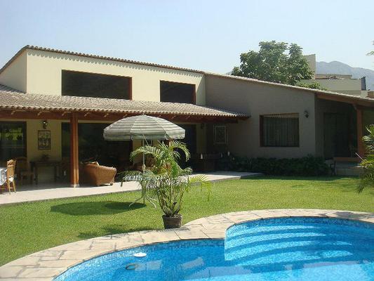 Alquiler casa en rinconada la molina con piscina for Casas con piscina barcelona alquiler
