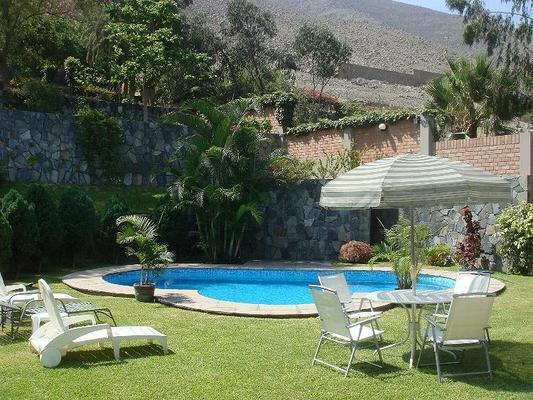 Alquiler casa en rinconada la molina con piscina for Alquiler casa piscina