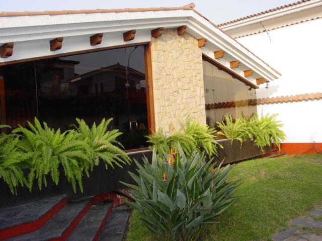 Hermosa casa con piscina en aurora miraflores venta o alquiler - Cerco casa a miami ...