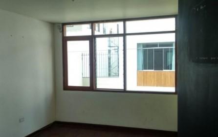 Alquiler oficinas en san isidro en manuel gonzales for Muebles de oficina en san isidro